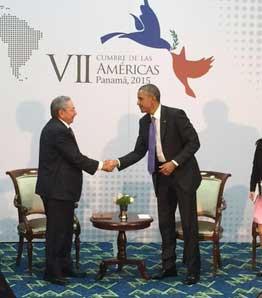 20150413094545-obama-raul-cumbre-las-americas-2015.jpg