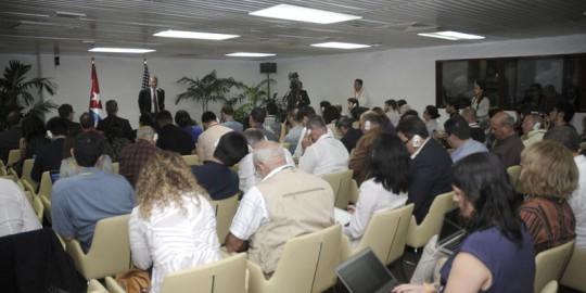 20150128164503-periodistas-conversaciones-cuba-eu.jpg