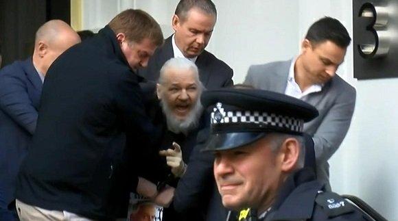20190412181536-julian-assange-arrestado-en-londres-1.jpg