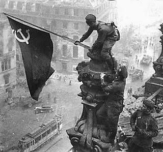 20200508110039-guerra-mundial-2da.reichstag-bandera-de-la-urss.jpg